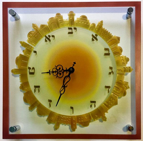 שעונים גדולים מזכוכית